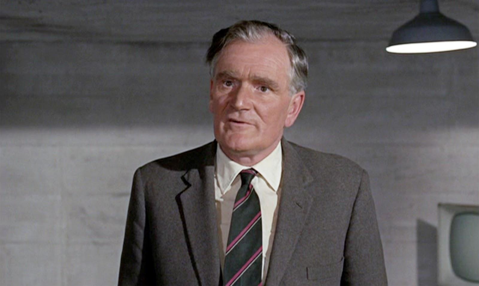 desmond llewelyn actor