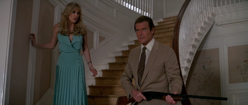 Roger Moore as James Bond and Tanya Roberts as Stacey Sutton in A View To A Kill (1985)